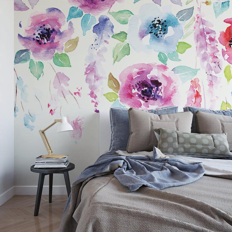 Рисунок на стене в спальне