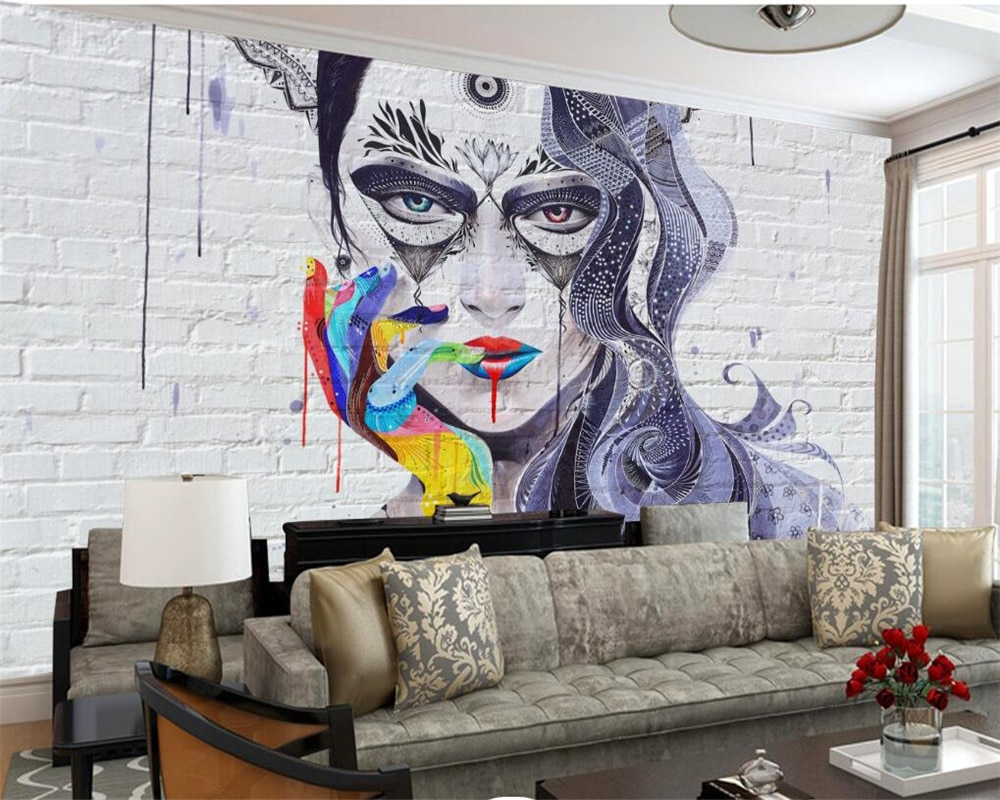 Рисунок девушки на стене